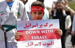 طفل ايراني يحمل لافتة الموت لاسرائيل