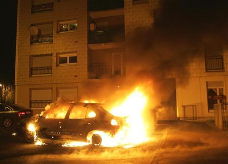 ارتفاع حوادث إحراق السيارات في فرنسا ليلة رأس السنة