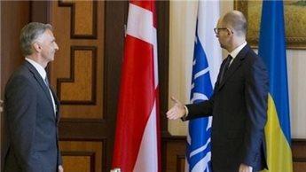 اوكرانيا تستقبل الرئيس السويسري بالعلم الدنماركي