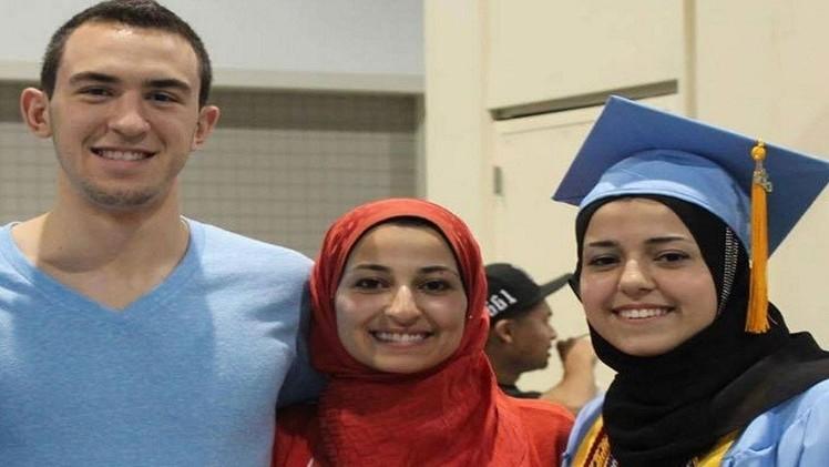 امريكي يقتل ثلاث مسلمين