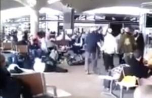 مستوطنون صهاينة يرقصون على انغام الموسيقى في مطار الملكة علياء