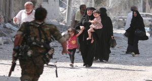 خروج مدنيين بإتجاه مناطق سيطرة الدولة السورية