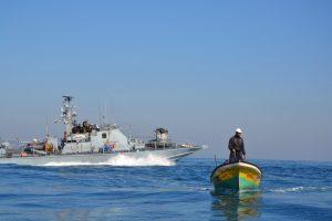 زوارق الاحتلال تطلق النار على مراكب الصيادين